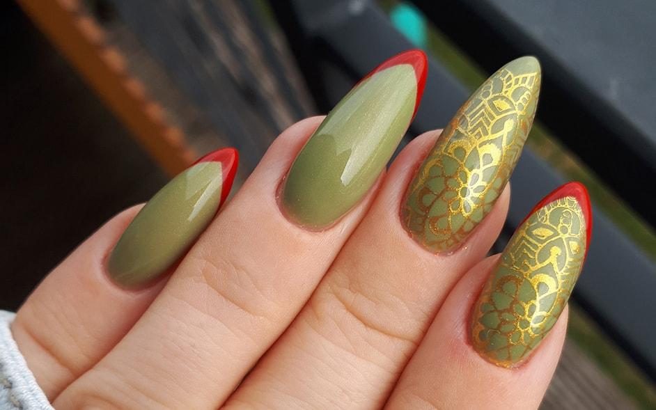 Oliwki nadziewane papryką, czyli Victoria Vynn Pure 120 Light Moss i złote stemple w stylu mandali