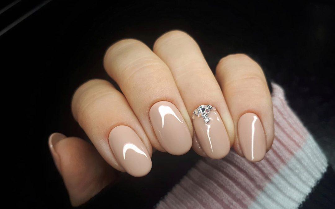 Dobór covera do koloru dłoni, czyli jaki nude zapewni Ci smukłe i piękne palce