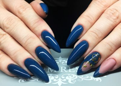 tricky_nails_glam_mom_blog