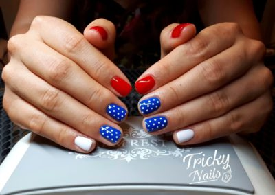 tricky_nails_pin_up