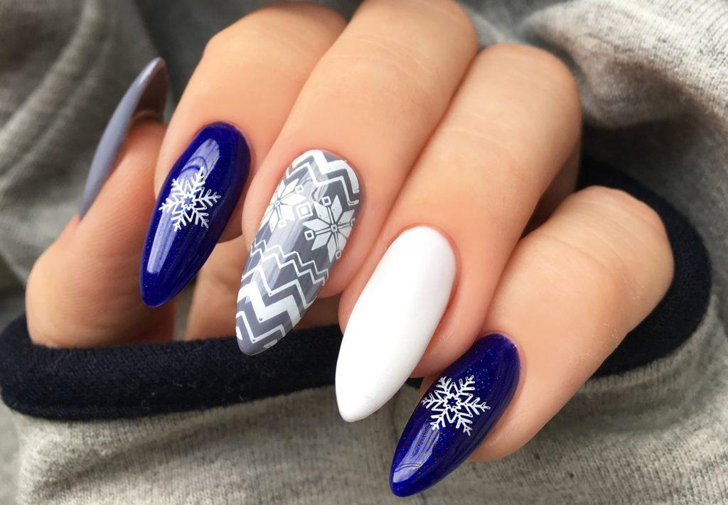 Zimowy manicure hybrydowy z Constance Carroll  49, 120 i 160