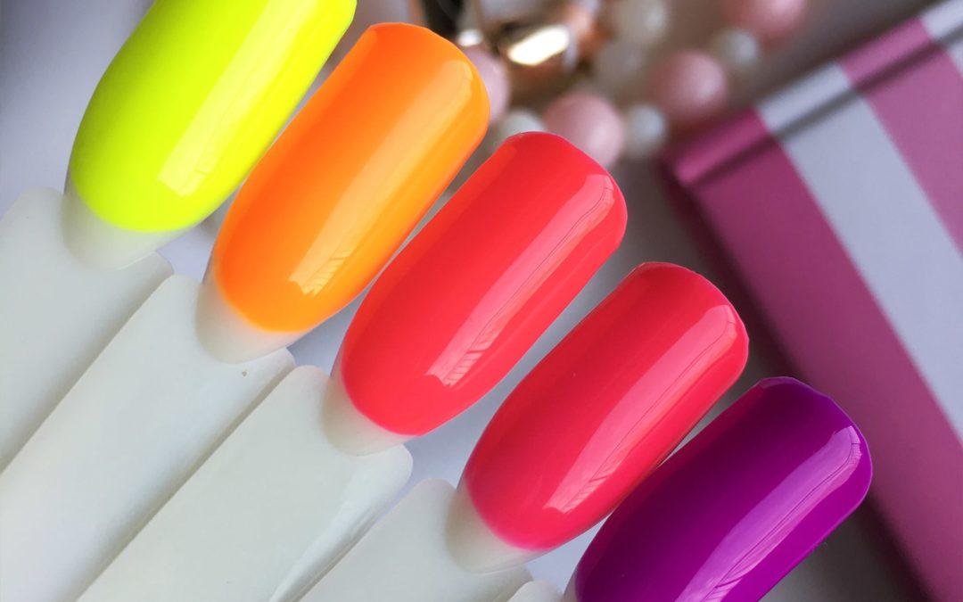 Neonowe hybrydy na lato – najlepsze kolory na wakacje