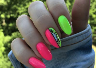 tricky-nails-neony-kiwi-owoce-paznokcie-wakacje-inspiracje-min