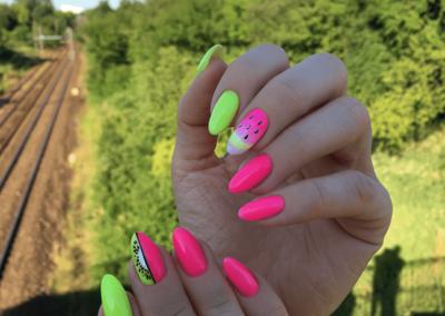 tricky-nails-neony-wakacje-inspiracje-owoce-fruits-maga-min
