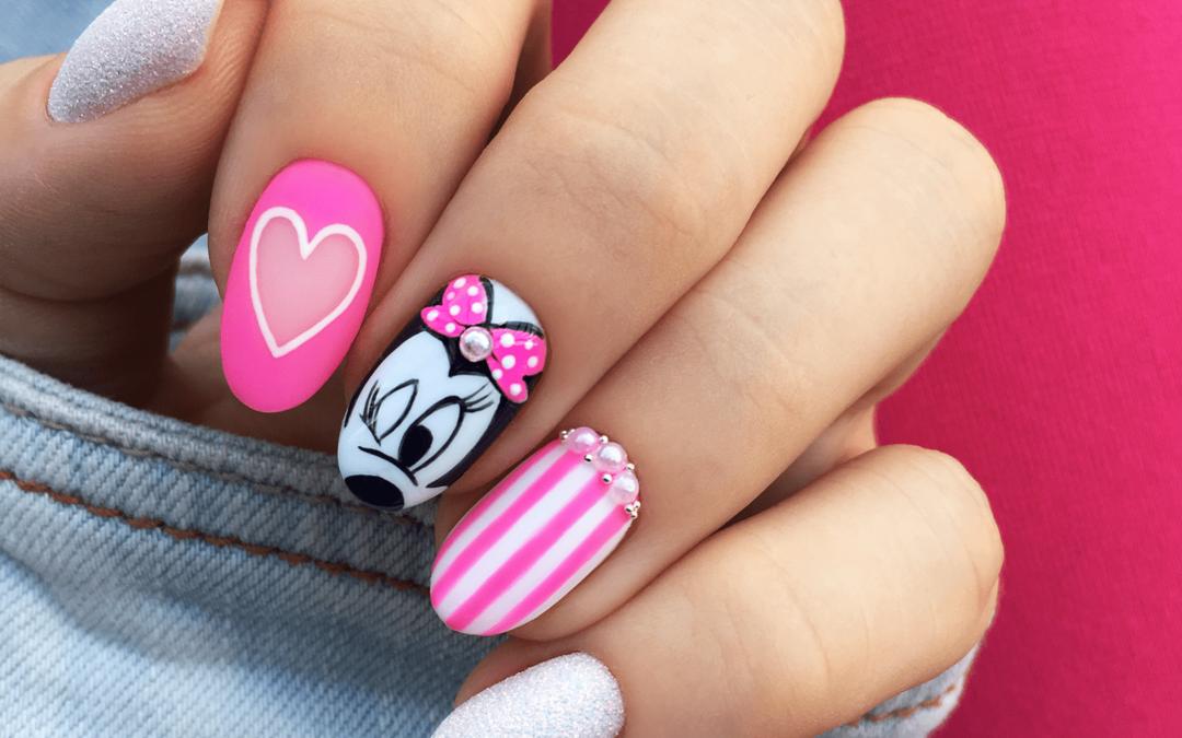 Paznokcie z myszką Minnie – hybrydowe wzory Disney i blaszki do stempli z postaciami z bajek