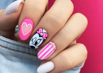tricky-nails-disney-bajkowe-paznokcie-myszka-miki-minnie-malowac-inspiracja-bialo-rozowe-kokarda